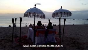 beach-side-dinner